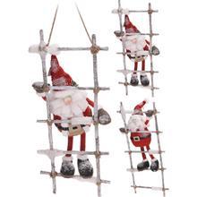 Père Noël grimpant à une échelle de corde